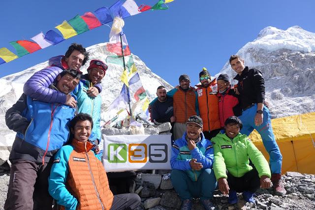 Alex Txikon avanza hacia la cima del Everest en invierno, sin oxígeno y de nuevo con el apoyo de K35